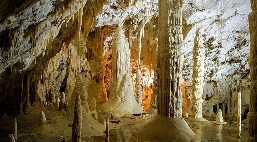 """Perchè e come è stata scoperta la  """"Grotta Grande del Vento """" di Frasassi il 25 Settembre 1971."""