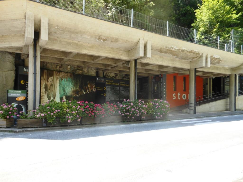 L'entrata turistica alla Grotta Grande del Vento di Frasassi