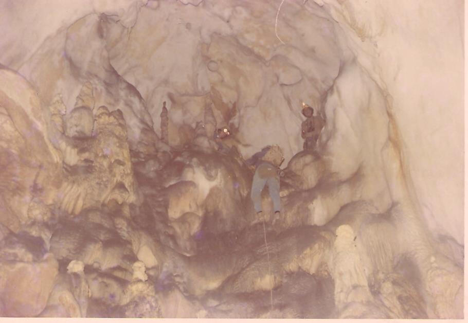 """Foto originale dalla seconda esplorazione.La discesa dal balcone della """"Sala del Trono"""""""
