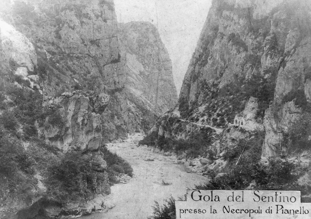 La Gola di Frasassi nei primi anni del 1900 (da Pignocchi 2015)